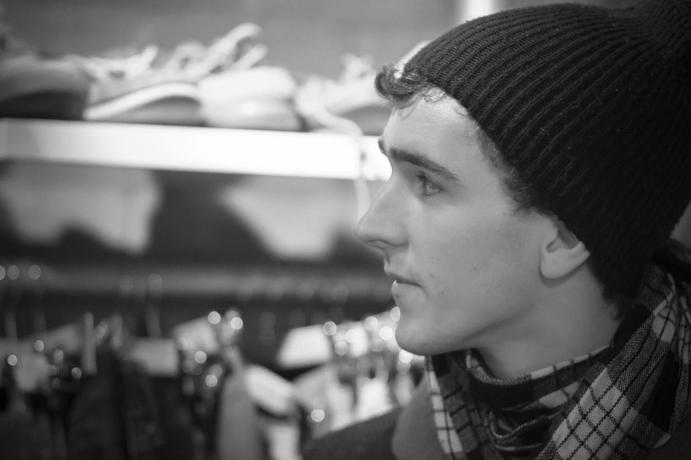 Solo artist in black and white.